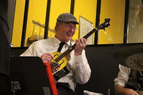 Café 1925 Musicien Guitare