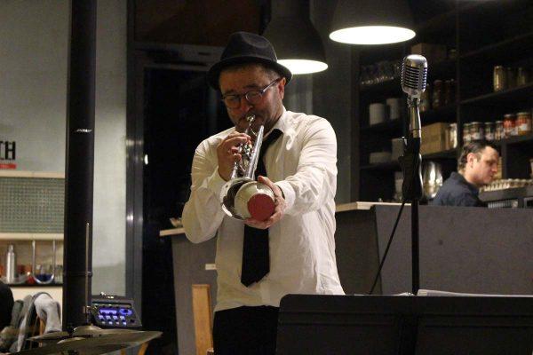 Cafe 1925 Musicien Trompette